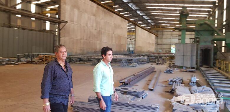 Prefeito Zé Parella conhece estrutura da empresa Sidertec - Crédito: Divulgação