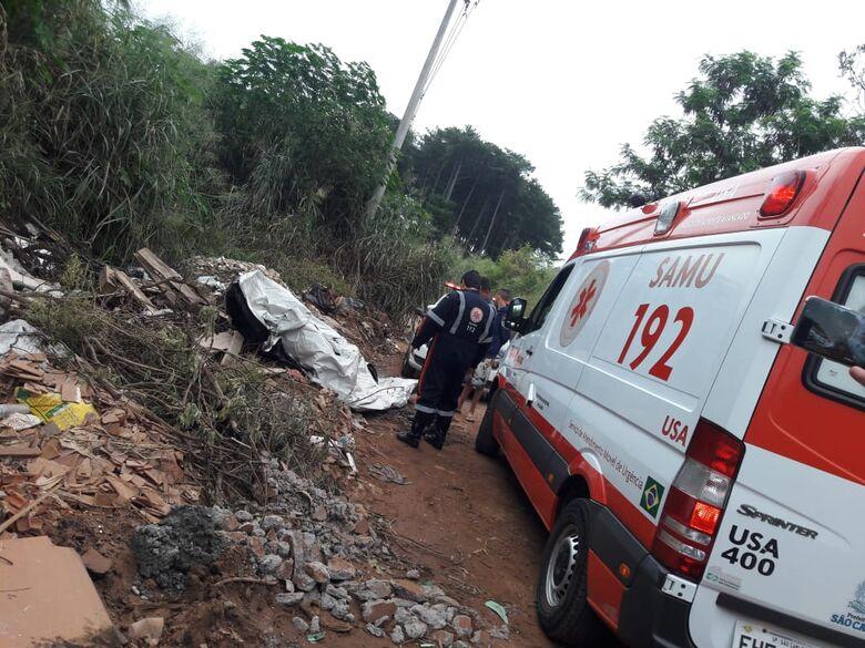 Homem é encontrado morto em estrada de terra; corpo estava em um monte de entulho - Crédito: São Carlos Agora
