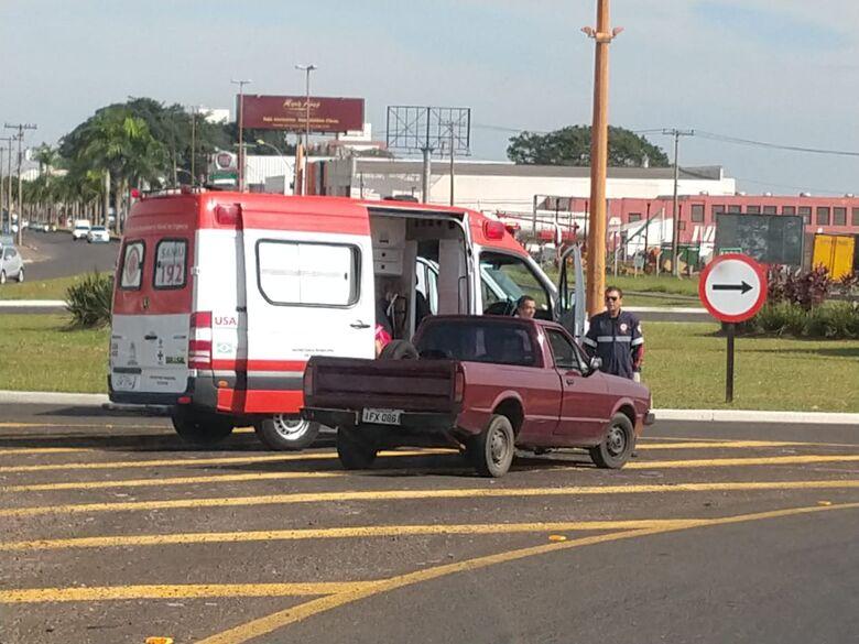 Criança de 2 anos é pisoteada por vaca e carro do pai quebra durante a tentativa de socorro - Crédito: São Carlos Agora