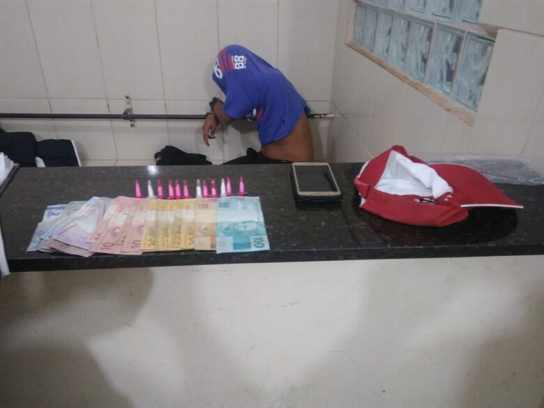 Dupla é detida com drogas após agredir um homem - Crédito: Divulgação