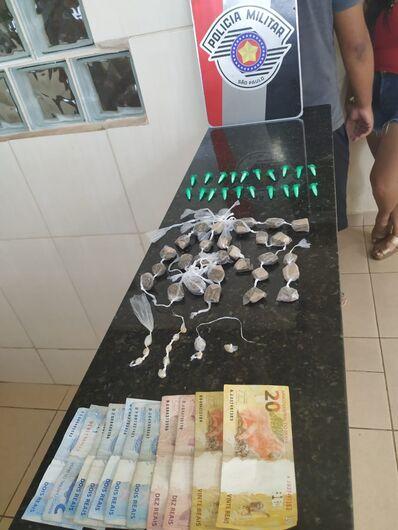 PM prende jovem com drogas no Cidade Aracy - Crédito: Luciano Lopes