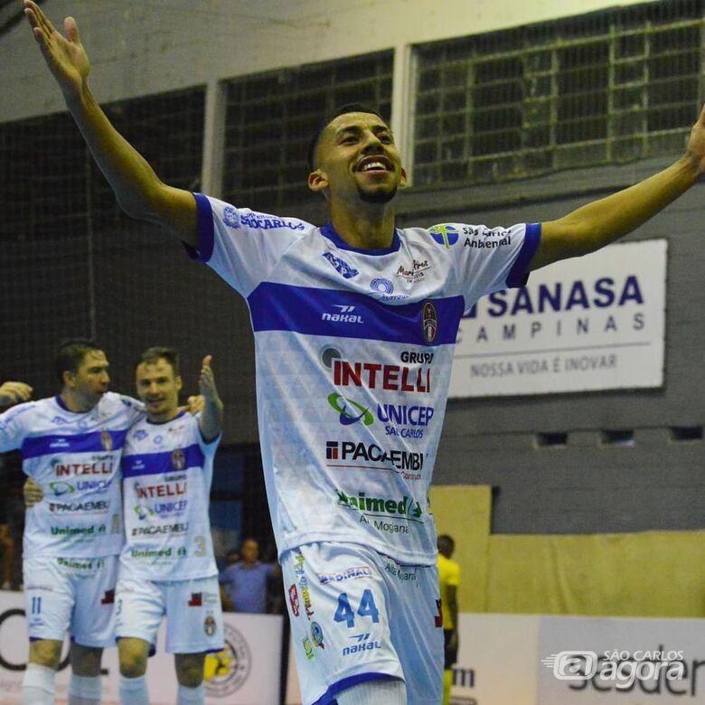Com dois gols de Zazá, São Carlos vence Pulo do Gato e confirma a liderança da Copa Paulista - Crédito: Maicon Reis