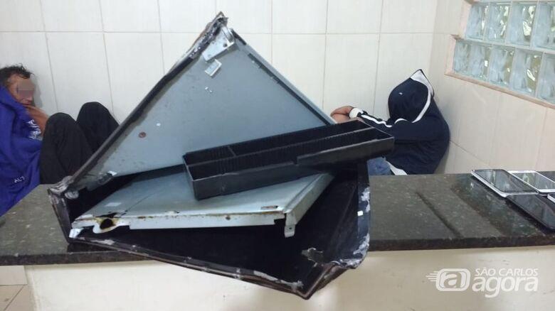 Dupla arromba caixa registradora e furta lanchonete - Crédito: Divulgação