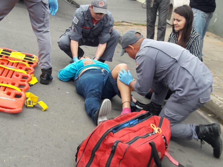 Mulher fica ferida após colisão traseira no Cruzeiro do Sul - Crédito: Maycon Maximino