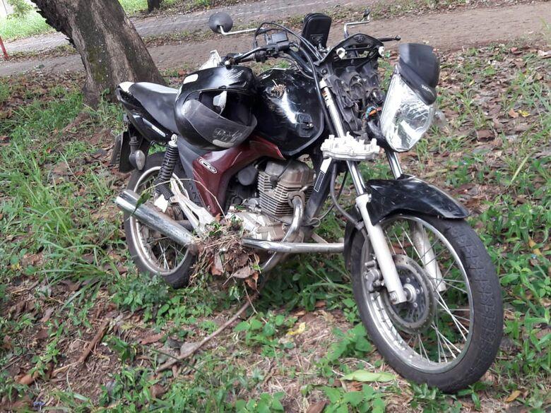Após ser fechado por carro, motociclista perde controle e colide em árvore no Boa Vista - Crédito: Maycon Maximino