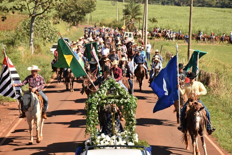 Procissão de Cavaleiros reúne mais de 200 participantes em Santa Eudóxia - Crédito: Lau Menezes e John Celebracion