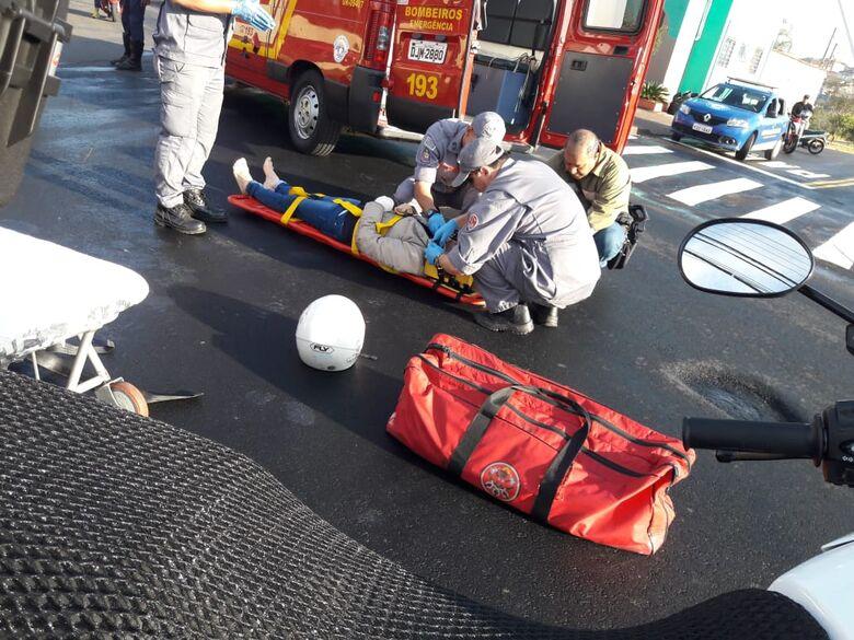 Para evitar colisão, motociclista freia bruscamente e sofre queda no Cidade Jardim - Crédito: Maycon Maximino