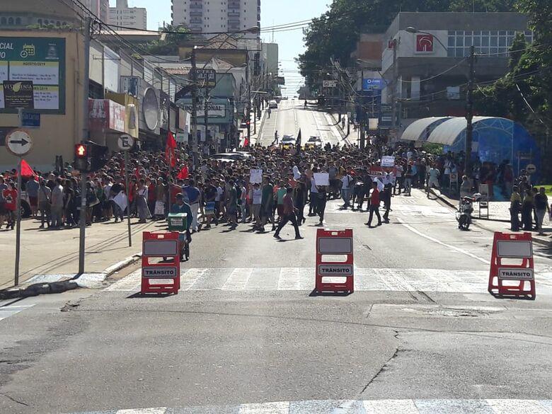Estudantes protestam contra corte de recursos na Educação e contra a Reforma da Previdência - Crédito: Maycon Maximino