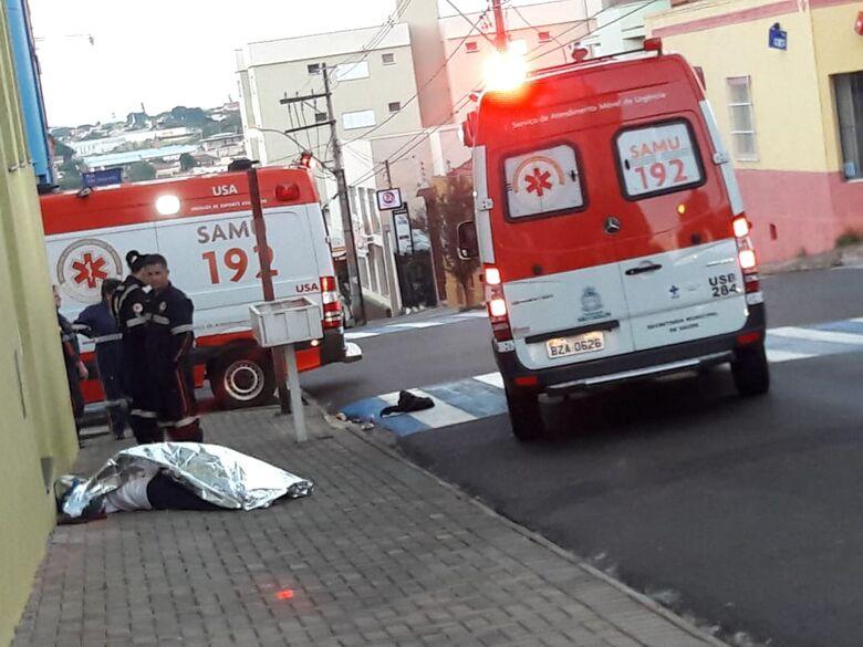 Morador de rua pode ter morrido de frio durante a madrugada no Centro - Crédito: Maycon Maximino