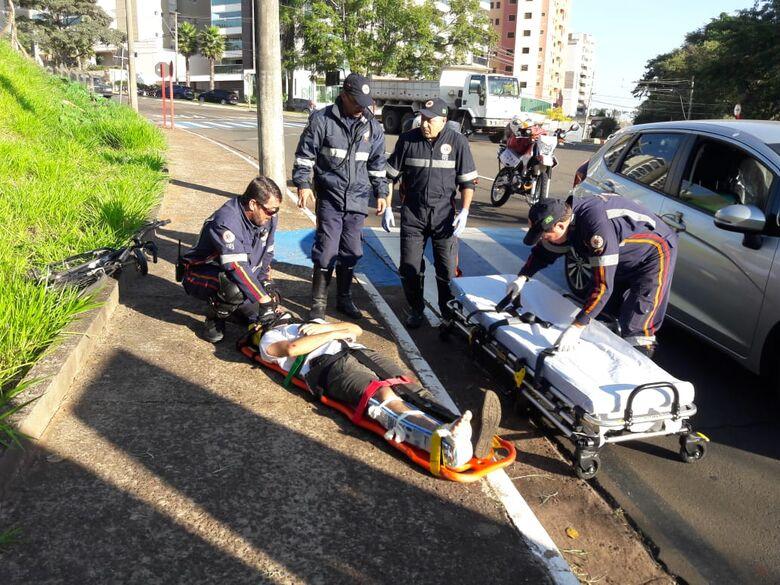 Ciclista sofre fratura na tíbia após acidente na região do Shopping - Crédito: Maycon Maximino
