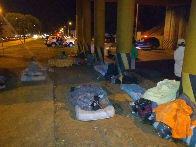 Guarda e PM realizam operação em locais frequentados por moradores de rua - Crédito: Divulgação