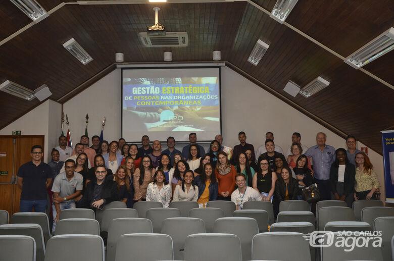 Acisc e Unicesumar realizam palestra sobre gestão de pessoas - Crédito: Divulgação