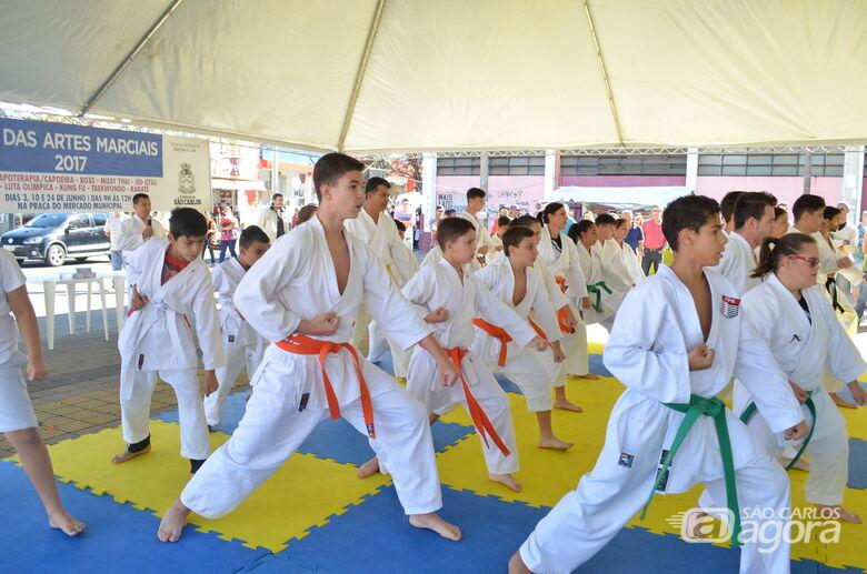 Sábado tem apresentação de MMA, Kung Fue Muay Thai na Praça do Mercado -