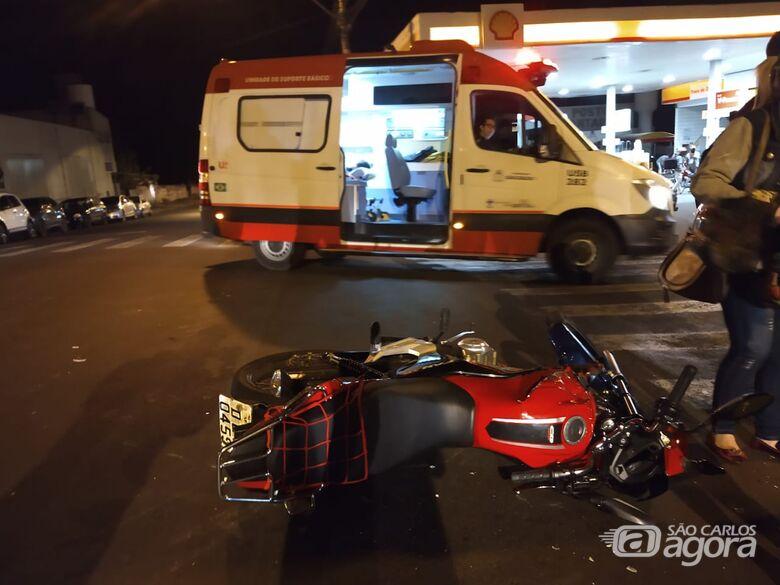 Colisão entre moto e ônibus deixa mulher ferida no Cruzeiro do Sul - Crédito: Luciano Lopes