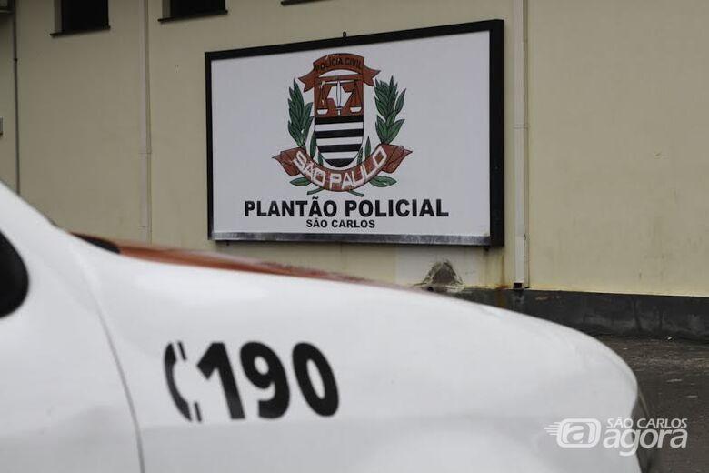 Ladrão é flagrado em interior de veículo, perseguido e detido pelas vítimas -