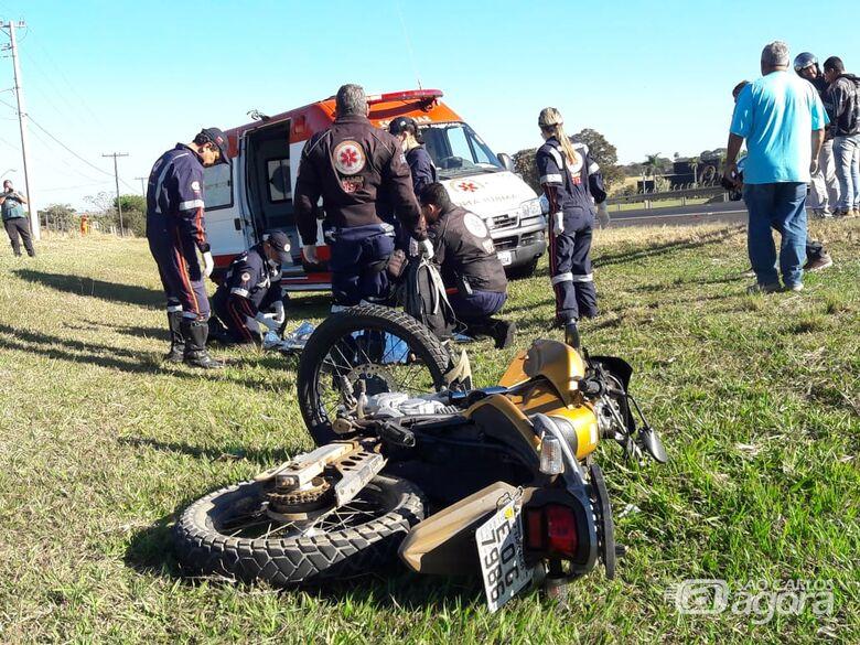 Motociclista morre após colidir na traseira de caminhão na Washington Luis - Crédito: Maycon Maximino