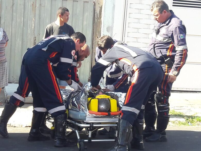 Pedreiro sofre fratura após cair de telhado no Cidade Aracy - Crédito: Maycon Maximino