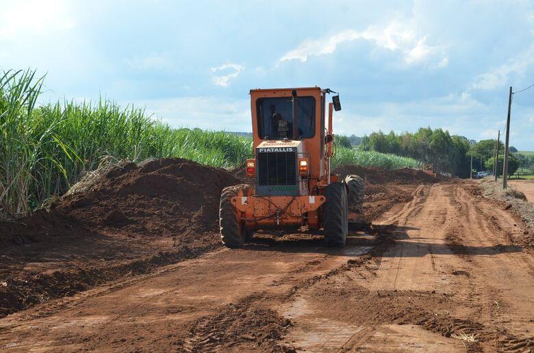 Agricultura vai recuperar 150 km de estradas rurais -