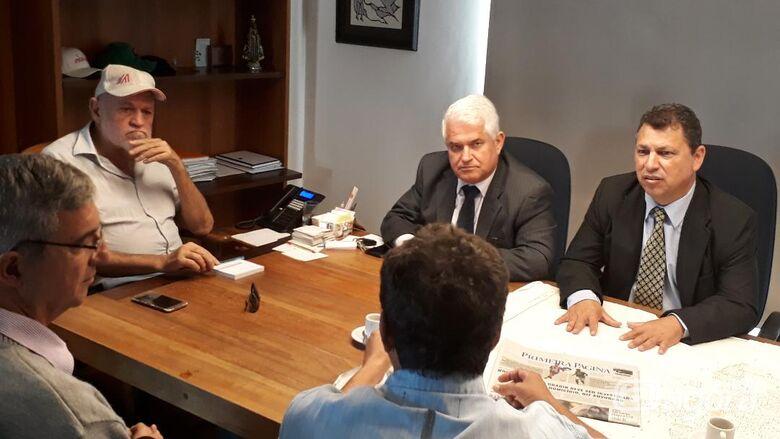 Malabim acompanha assinatura da ordem de serviço para as reformas do campo do Paulistano - Crédito: Divulgação