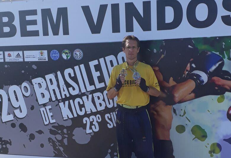 Atleta de São Carlos conquista títulos no Brasileiro de KickBoxing - Crédito: Divulgação