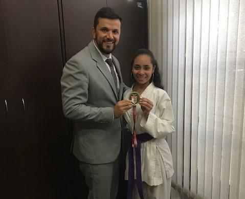 Vereador Rodson parabeniza a karateca Thamires pela conquista no Campeonato Paulista de Karatê - Crédito: Divulgação