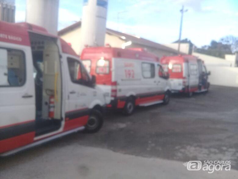 Sem macas disponíveis, ambulâncias do Samu ficam 'presas' na Santa Casa - Crédito: Colaborador