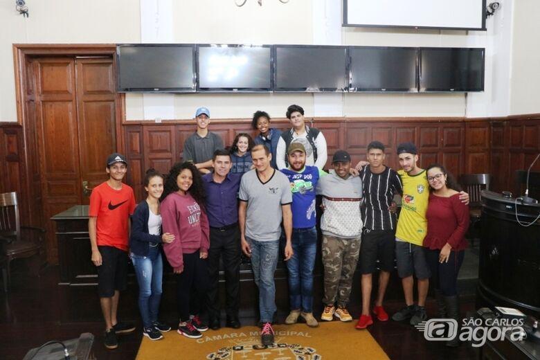 Alunos da Escola Estadual Professor Orlando Perez visitaram a Câmara - Crédito: Divulgação