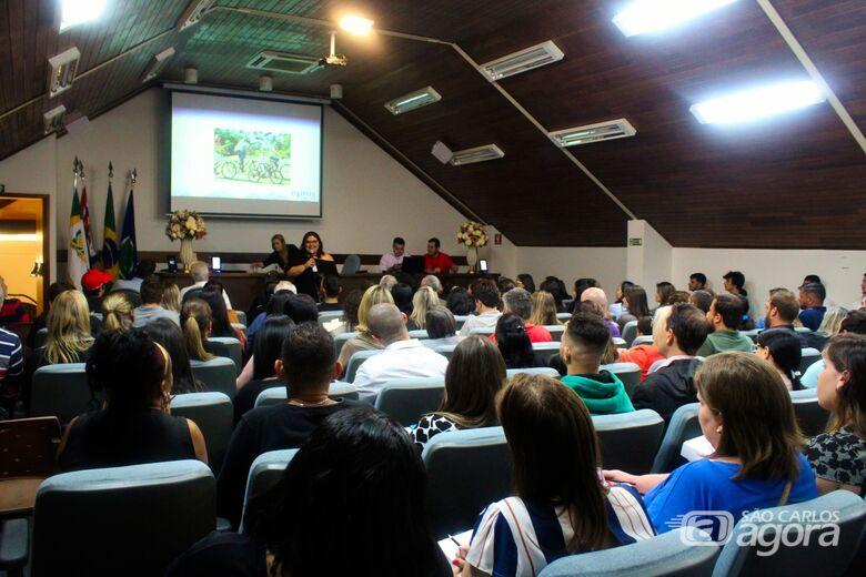 Acisc realiza palestra 'Mudar ou Morrer: entenda a era do cliente conectado' - Crédito: Divulgação