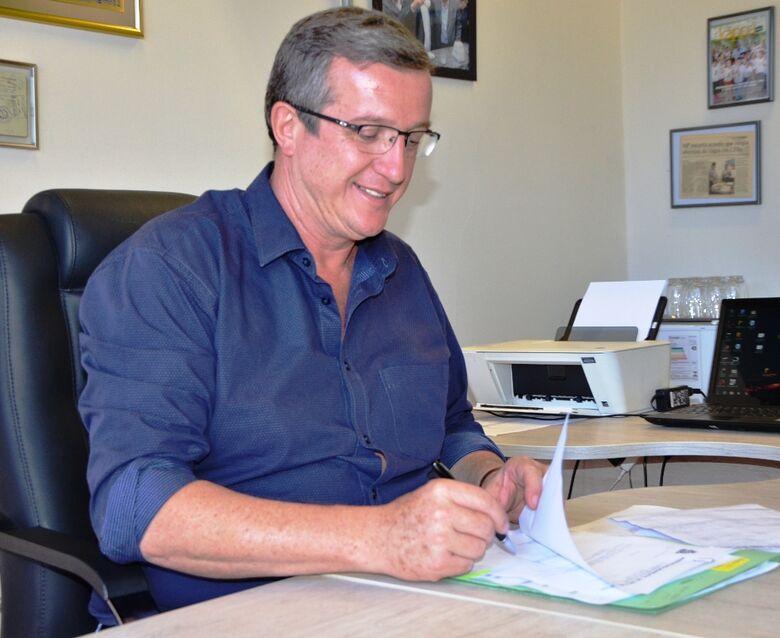 Secretário de Estado da Educação lança pedra fundamental de CEMEI no Planalto Verde -