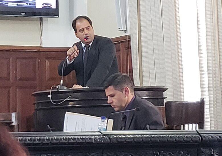 Vereador Sérgio Rocha quebra tornozelo e reclama de atendimento da Santa Casa - Crédito: SCA