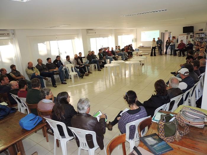 Troca de informações sobre leite  orgânico empolga 60 produtores e técnicos em São Carlos - Crédito: Ana Maio