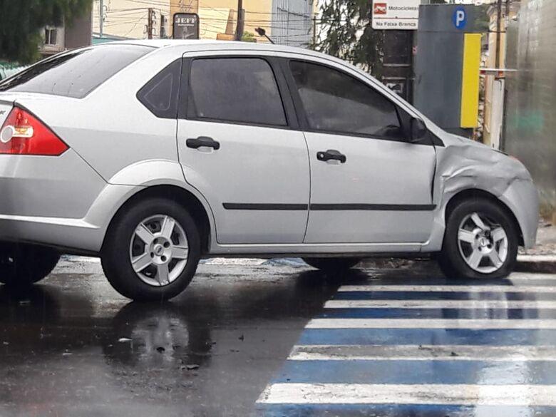 Motoristas não assumem a culpa por colisão no centro - Crédito: Maycon Maximino