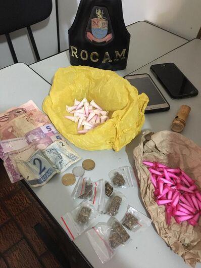 ROCAM flagra trio traficando drogas na Vila Jacobucci -