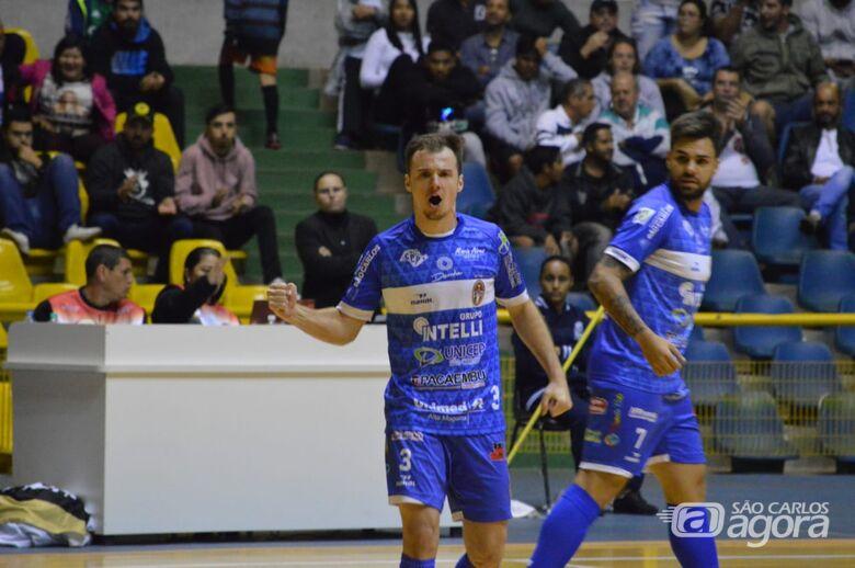 Com apoio do torcedor, São Carlos vence o Barueri e está na semifinal da Copa Paulista - Crédito: Maicon Reis