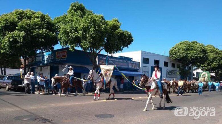 Cavaleiros são-carlenses marcam presença em Cavalaria Antoniana de Descalvado - Crédito: Divulgação