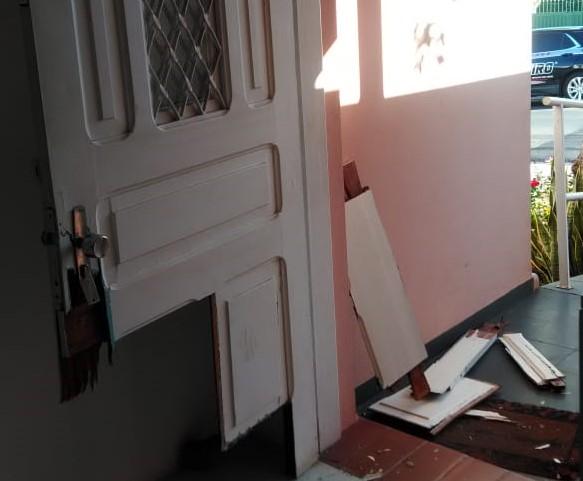 Ladrões danificam porta e furtam sede da Rede Feminina de Combate ao Câncer - Crédito: Divulgação
