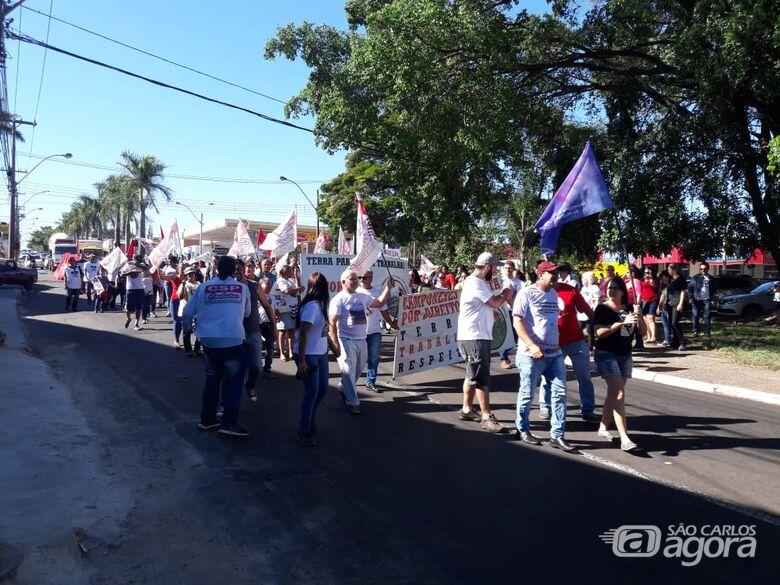 Camponeses, professores, estudantes e funcionários da Volks lutam por seus direitos durante movimento - Crédito: Maycon Maximino