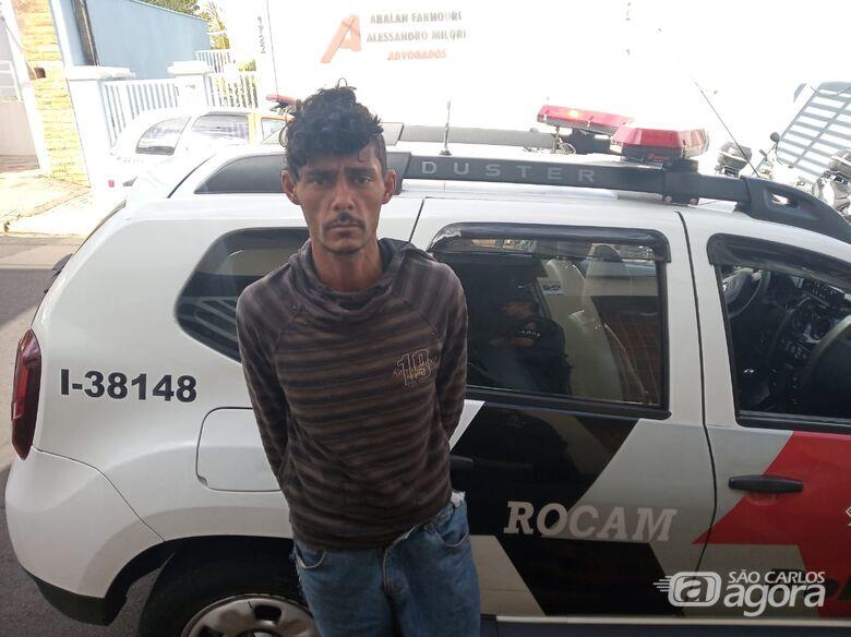 Em atitude suspeita, procurado por furto é detido no centro - Crédito: Maycon Maximino