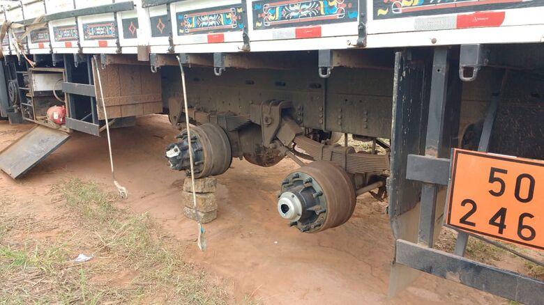 Ladrões roubam carga e caminhoneiro passa por momentos de terror - Crédito: Maycon Maximino