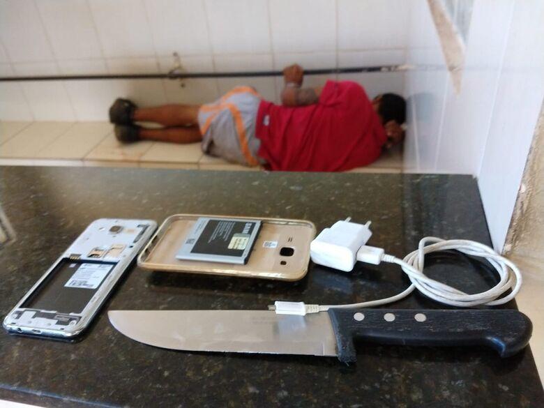 Ladrão é pego em telhado após roubo em residência - Crédito: Luciano Lopes