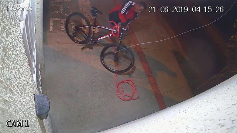 Ladrão furta bike de condomínio e leitora do SCA pede ajuda para localizá-la - Crédito: Divulgação