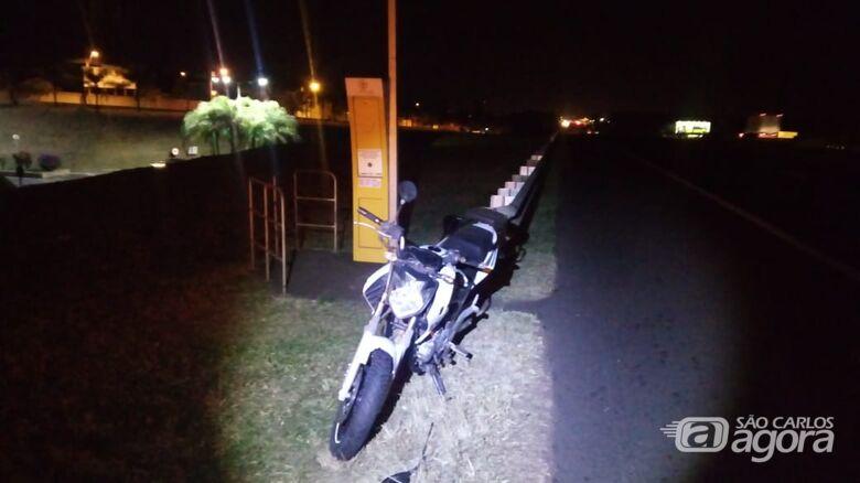 Moto colide na traseira de carro na Washington Luís - Crédito: Divulgação