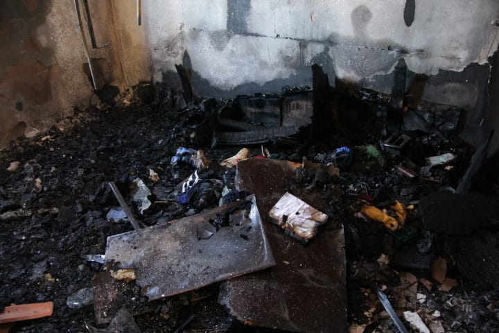 Residência pega fogo no Jardim Zavaglia - Crédito: Marco Lúcio