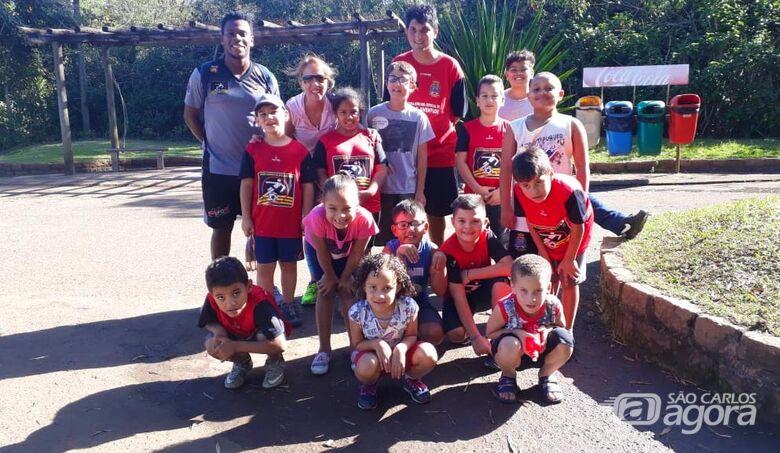Crianças do Centro da Juventude visitam o Parque Ecológico - Crédito: Divulgação