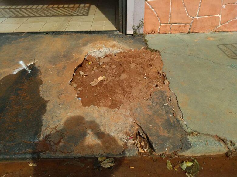 Vazamento de água deixa morador irritado no Fagá - Crédito: Divulgação