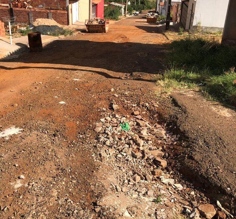 Rua no Jardim das Torres permanece abandonada e revolta moradores - Crédito: Divulgação