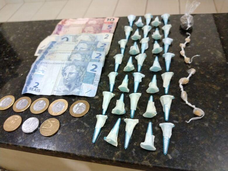 PM apreende jovem por tráfico de drogas no Santa Angelina - Crédito: Luciano Lopes/São Carlos Agora