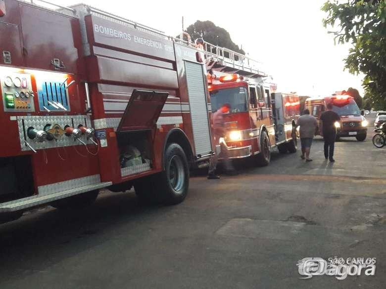 Incêndio consome ecoponto do Jardim Medeiros - Crédito: Arquivo/SCA