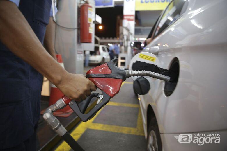 Petrobras reduz gasolina em R$ 0,07 e diesel em R$ 0,08 - Crédito: Marcello Casal Jr/Agência Brasil