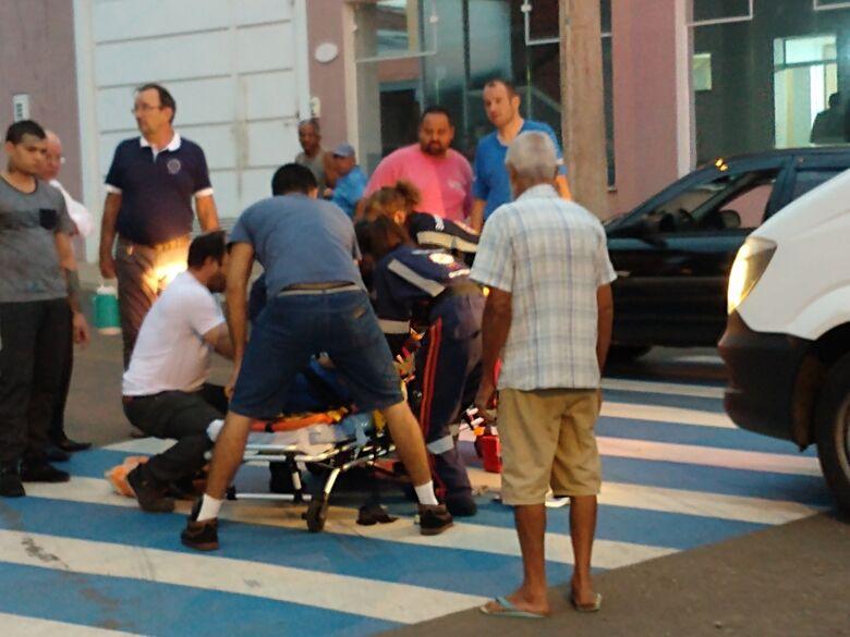 Homem é atropelado na Trabalhador São-Carlense e bate violentamente a cabeça - Crédito: Luciano Lopes